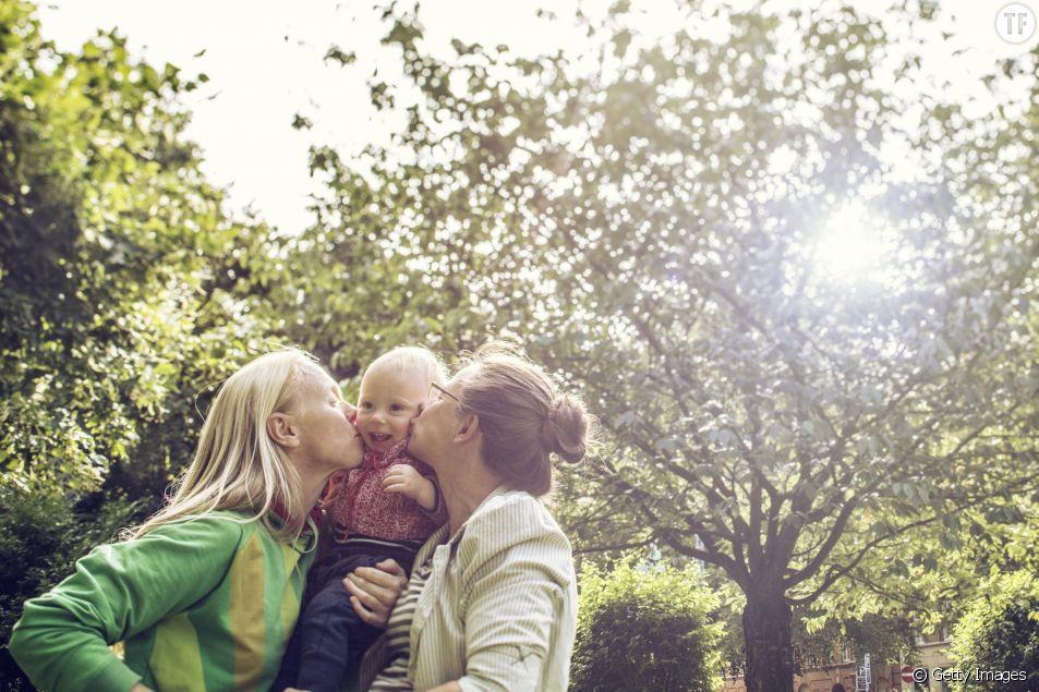 PMA : le CCNE favorable à l'ouverture aux couples de femmes et aux femmes célibataires