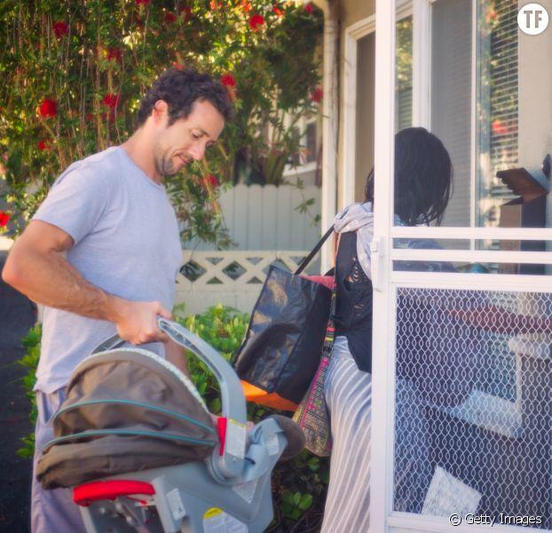 Comment bien porter le siège-auto du bébé