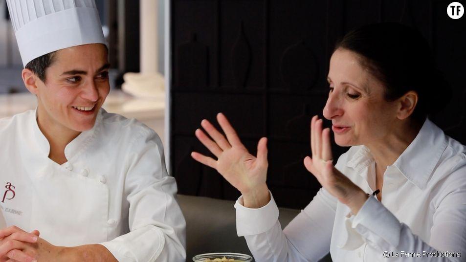 Anne-Sophie Pic et une cheffe de brigade dans son restaurant Maison Pic, à Valence