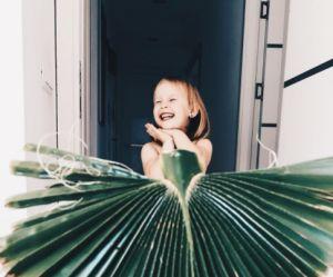 Avec ses tenues fruitées, cette fillette est la star d'Instagram