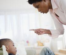Gronder les enfants des autres : c'est (vraiment) mal ?