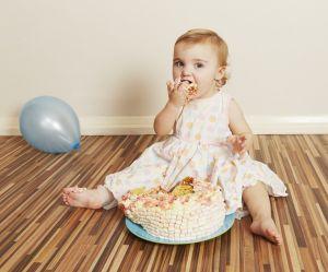 Smash cake : c'est quoi ce gâteau pour bébé et comment le faire ?