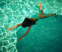 L'eau de cette piscine a l'air douteuse mais c'est pour une bonne raison