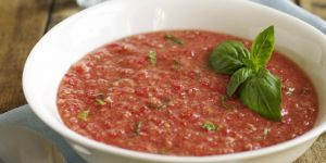 La recette facile du gaspacho au concombre, poivron et basilic