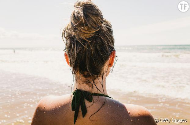 Cheveux mouillés à la plage