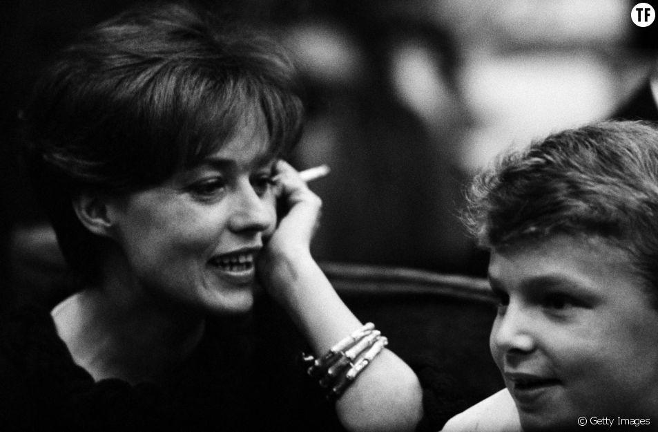 Jeanne Moreau et son fils Jerome à la première de Moscow Circus à Paris en 1963.