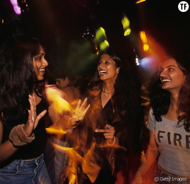 Trois Indiennes dans une Rave Party, Bangalore, Inde.