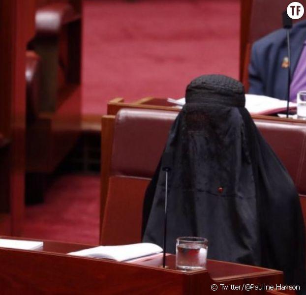 Une députée d'extrême droite vient en burqa au Sénat — Australie
