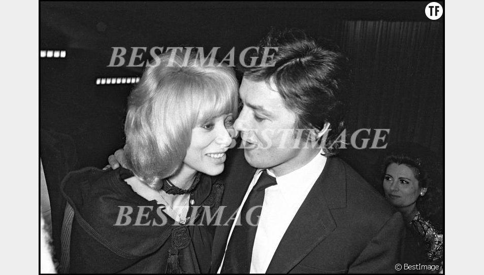 Mireille Darc et Alain Delon en 1971