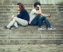 Le phubbing, ce mal qui affecte tant de couples