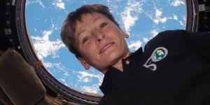 L'astronaute à être restée le plus longtemps dans l'espace est une femme