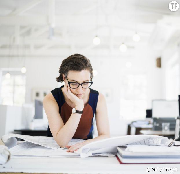 Pourquoi les femmes sont plus absentes en entreprises que les hommes