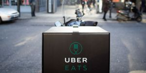 """""""Laissez vos femmes sortir de la cuisine"""" : une pub sexiste de Uber Eats fait un tollé"""
