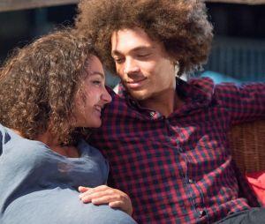 Baptiste et Emma attendent un bébé dans le prime de Plus Belle la vie