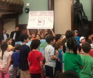 Ces écoliers réclament l'interdiction des pesticides dans les parcs de New York