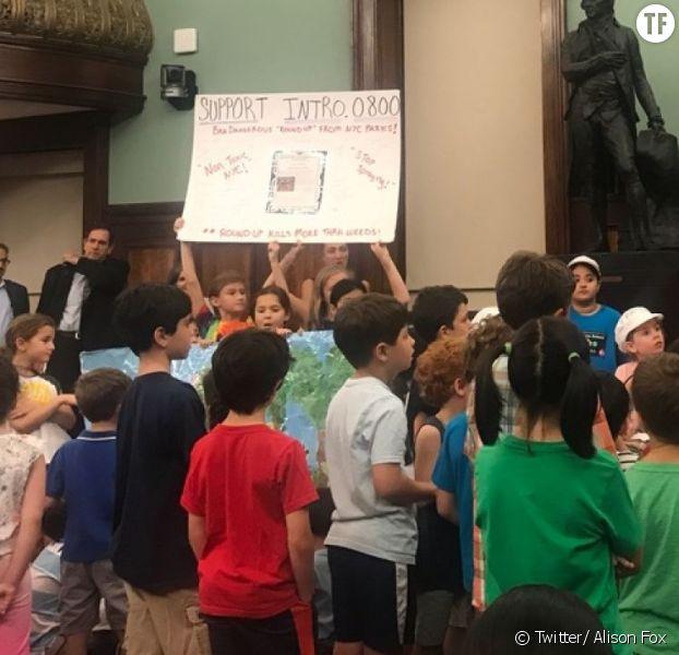 Ces écoliers demandent l'interdiction des pesticides dans les parcs de New York
