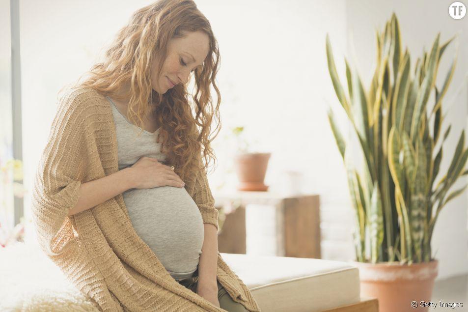 Cette nouvelle tendance dangereuse chez les jeunes mamans pourrait blesser les nouveaux-nés
