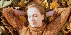 Pourquoi nous sommes plus fatigué en automne (et comment se rebooster)