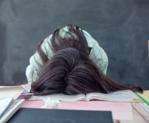 Commencer les cours trop tôt nuirait à la santé mentale des ados