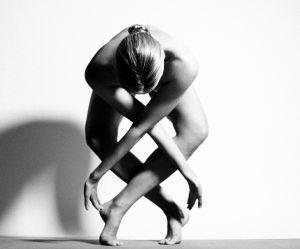 Le yoga nu, une tendance émancipatrice ou bidon ?