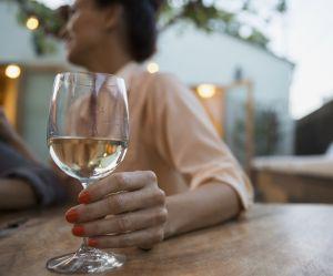Drunkorexie : ce régime dévastateur qui pousse les femmes à l'alcoolisme