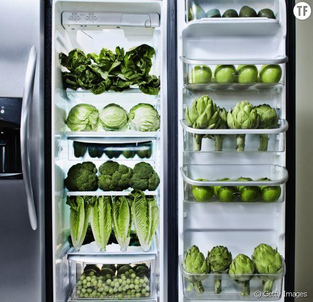 Un frigo rempli de légumes.
