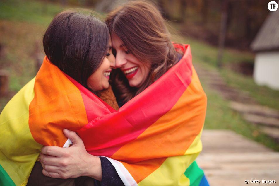 Photo d'illustration montrant un couple lesbien.