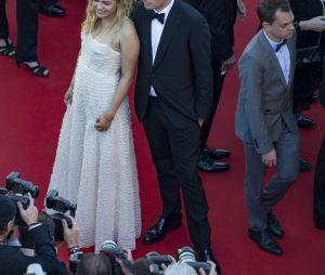 """Louane Emera et Benjamin Biolay - Montée des marches du film """"Les Fantômes d'Ismaël"""" lors de la cérémonie d'ouverture du 70ème Festival International du Film de Cannes, France, le 17 mai 2017."""