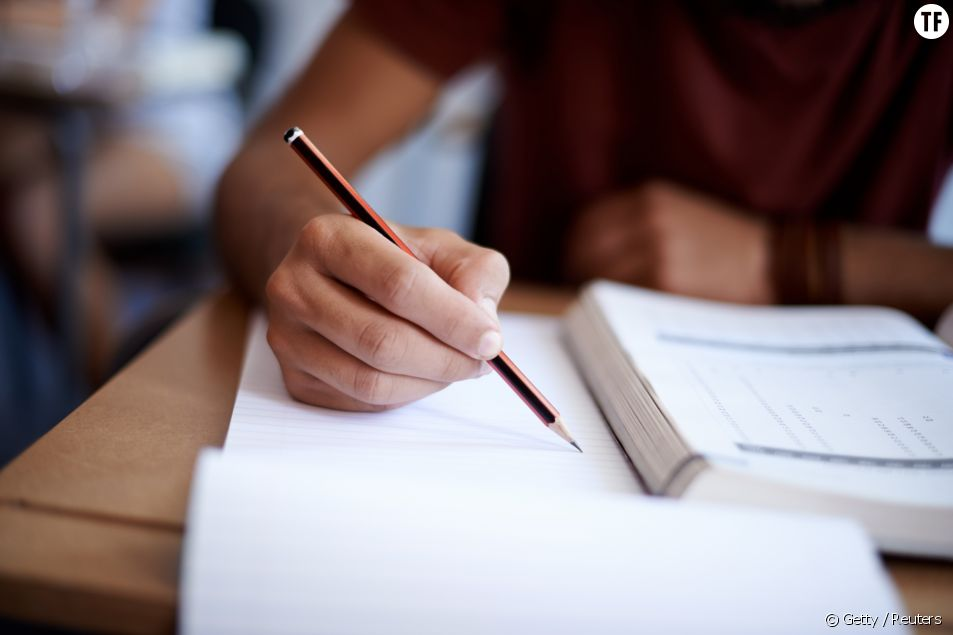Photo d'illustration d'un élève passant un examen.