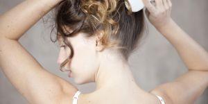 Pourquoi vous devriez arrêter de vous brosser les cheveux le matin