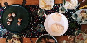 Raclette : quelle quantité de fromage et de charcuterie par personne ?