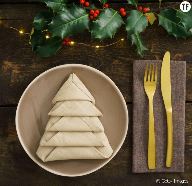 5 tutos vidéo de pliages de serviettes pour Noël