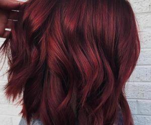 Les cheveux vin chaud, la tendance colo qui va réchauffer notre hiver