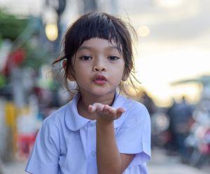 Pourquoi vous ne devriez pas forcer votre enfant à faire des bisous