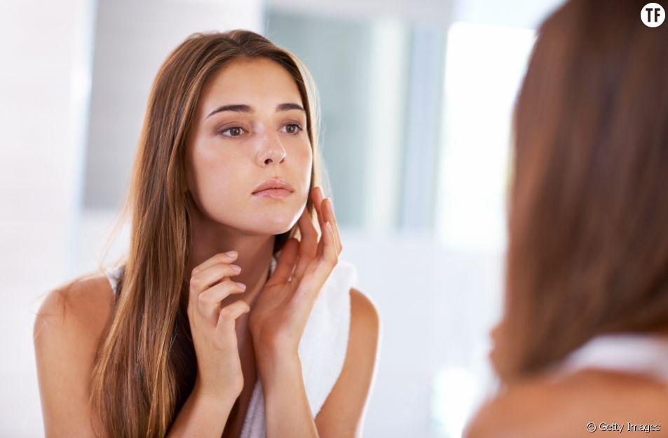 Le fond de teint s'applique sur une peau préalablement bien hydratée.