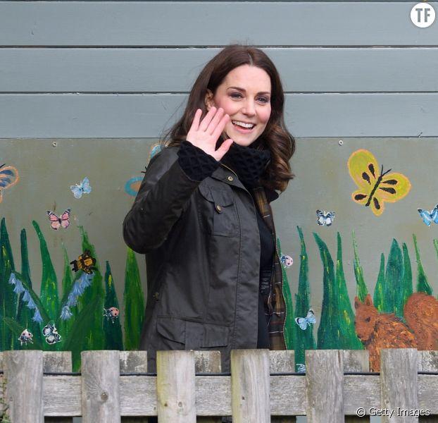 Kate Middleton, le 12 décembre 2017, lors d'une visite au centre communautaire de l'association caritative Rugby Portobello Trust.