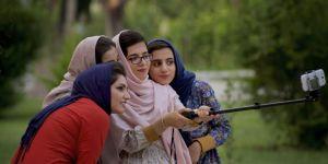 """En Iran, les femmes qui """"portent mal le voile"""" ne seront plus arrêtées"""