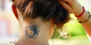 Le tatouage maison, la tendance qui met en danger les ados