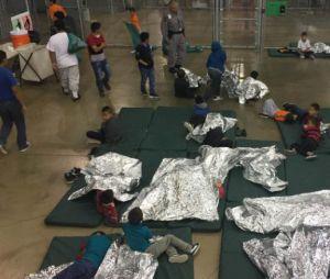Photo fournie par les douanes américaines d'enfants en cage à la frontière mexicaine