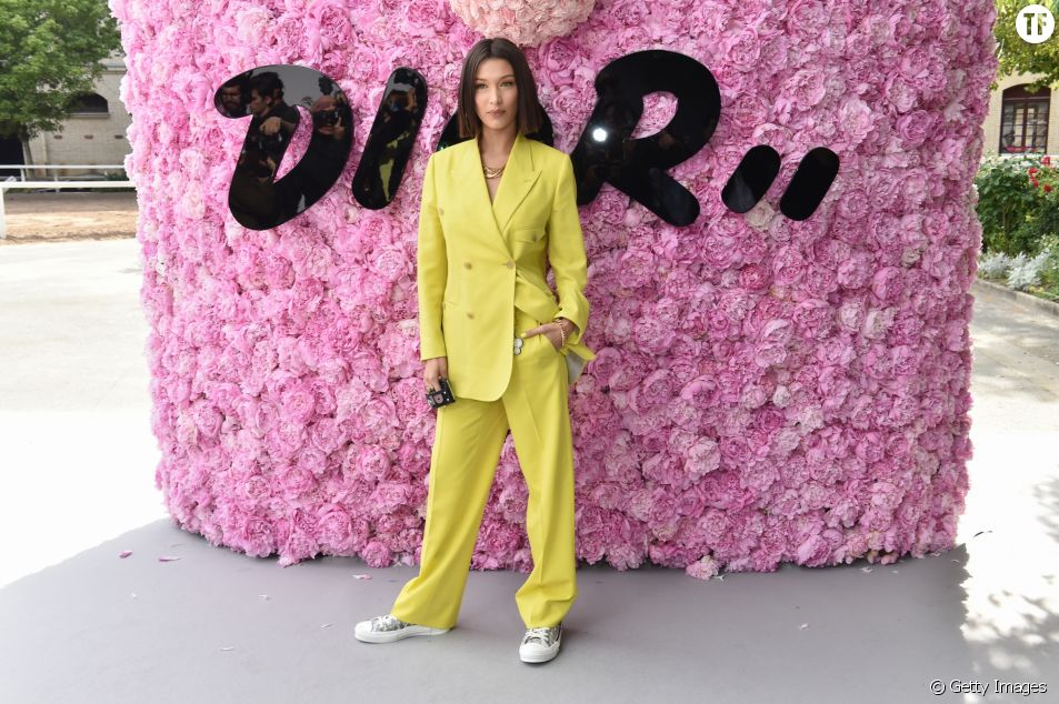 Le tailleur pantalon jaune fluo de Bella Hadid