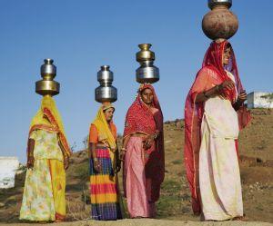 Les Indiennes se privent d'eau pour éviter les agressions
