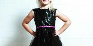 Amputée des deux jambes, cette fillette de 7 ans devient égérie de River Island