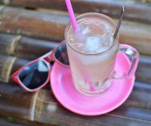 Canicule : est-ce une bonne idée de se désaltérer avec des boissons glacées ?