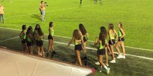 Un club de foot italien utilise des mineures en short comme ramasseuses de balles