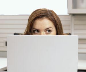 Que faire si je me suis plantée de destinataire dans un mail au boulot ?