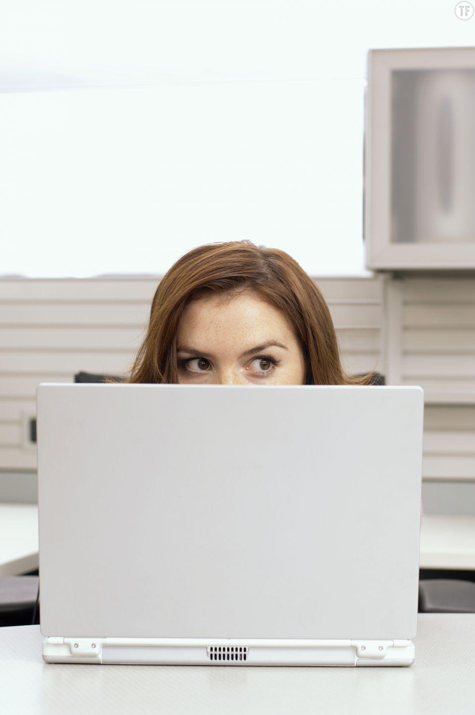 Que faire si je me trompe de destinataire quand j'envoie un mail au bureau ?