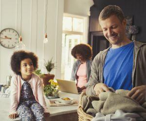 Faut-il être papa d'une petite fille pour être moins sexiste ?
