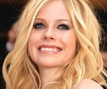 """Avril Lavigne agressée : """"La violence n'est pas une solution"""""""