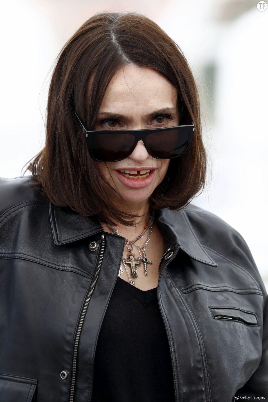 """Béatrice Dalle : """"On n'est pas forcément des putain de génitrices"""""""