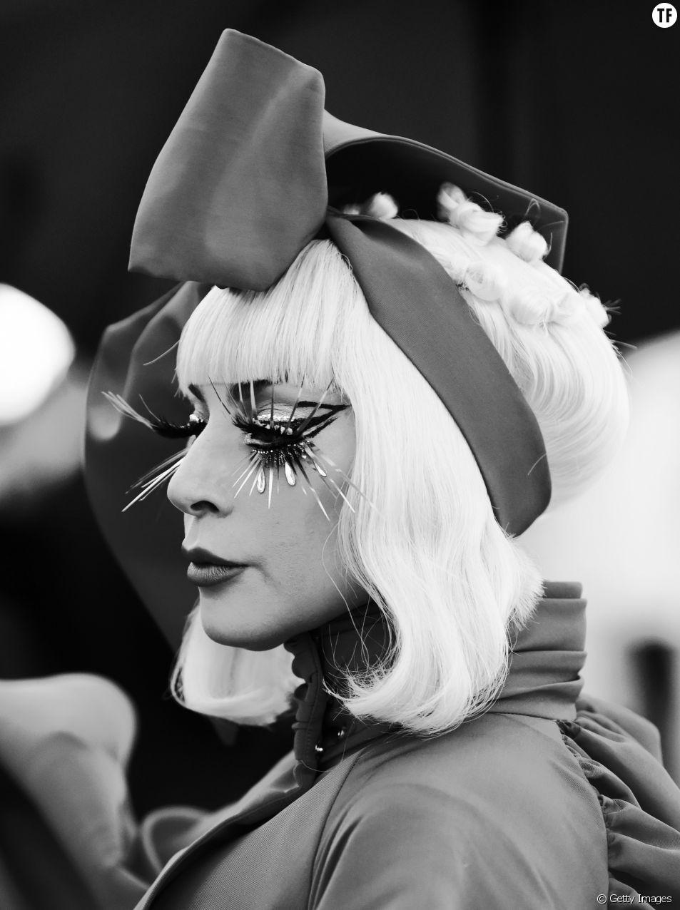 Lady Gaga agit à la mémoire des victimes d'El Paso.